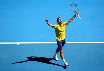 Federer perfetto. Un grande Simon cede a Djokovic ma...