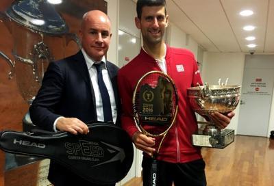 Head premia Djokovic con una racchetta d'oro