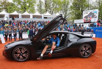 Sascha Zverev fa il tris e sgomma in BMW