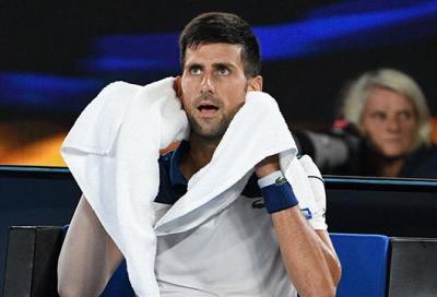 La fasciatura sospetta di Novak Djokovic