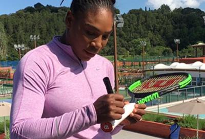 Vuoi la racchetta di Serena? Basta un like!