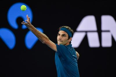 Federer miracolato con Sandgren. In semifinale anche Djokovic, Barty e Kenin