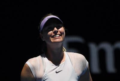 """Sharapova dà il suo numero ai fan: """"Scrivetemi!"""""""