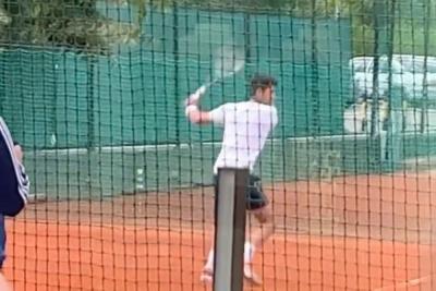 Allenamenti intensi per Djokovic: show con la mano sinistra
