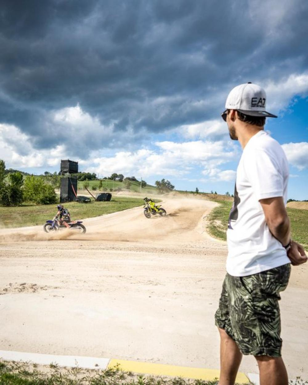 Fognini fa visita al ranch di Valentino Rossi