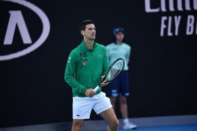 Djokovic si è rifiutato di sottoporsi al test per il Covid-19. Lo farà a Belgrado