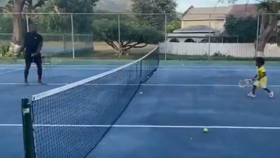 Bolt si dà al tennis... con scarsi risultati: il video