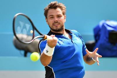 Wawrinka si allena su terra con le palle del Roland Garros. Niente Us Open per lo svizzero?