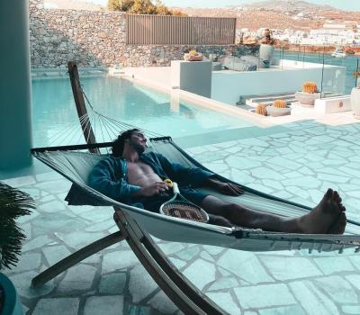 Vacanze da sogno per Tsitsipas nella villa da 18 mila sterline a settimana