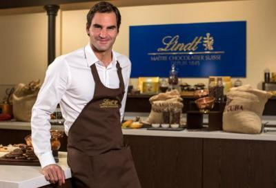 """Federer in visita alla Lindt: """"Settimana prossima dovrei riprendere in mano la racchetta"""""""