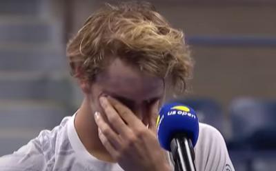 """Zverev in lacrime parlando dei genitori: """"Prima del torneo positivi al Covid"""" (VIDEO)"""