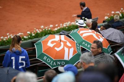 Dietrofront al Roland Garros: previsti solo 5 mila spettatori
