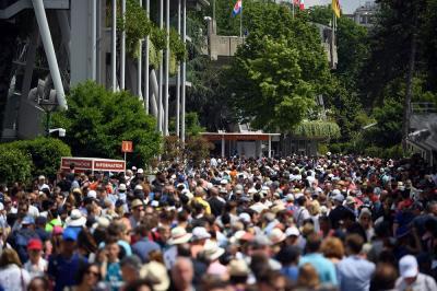 Altro taglio agli spettatori al Roland Garros: massimo 1.000