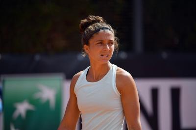 Roland Garros, lanci sbagliati e penalty point: disastro al servizio di Errani VIDEO