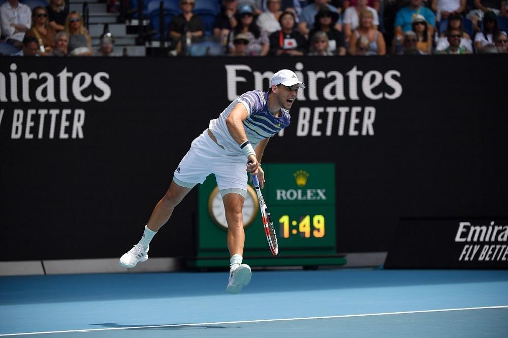 Djokovic piega la resistenza di Zverev