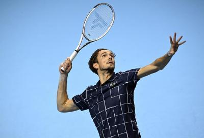 ATP Finals: Djokovic sconfitto da Medvedev. Sarà decisivo il match con Zverev