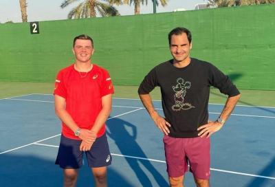Federer si allena a Dubai con Stricker, il giovane svizzero: