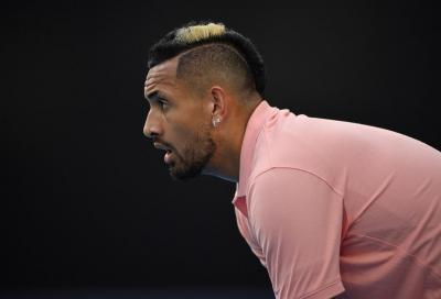 """Djokovic senza mascherina, Kyrgios lo attacca: """"È un burattino"""""""