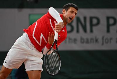 Novak Djokovic risponde all'intervista in balcone (VIDEO)