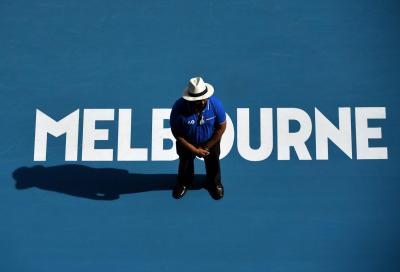 Australian Open, record di raccattapalle: mascherina non obbligatoria