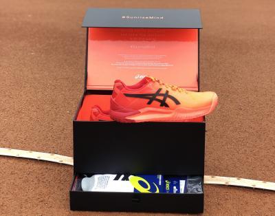 Gel Resolution Tokyo 8, la scarpa rosso alba