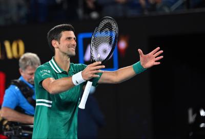 Australian Open, Zverev spreca e Djokovic non perdona: Nole in semifinale