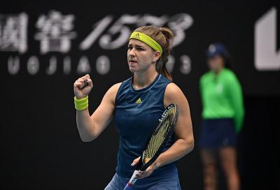 Australian Open: Muchova fa l'impresa tra le polemiche, Brady si prende il derby americano