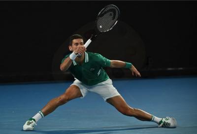 Australian Open, niente da fare per Karatsev, Djokovic vola in finale
