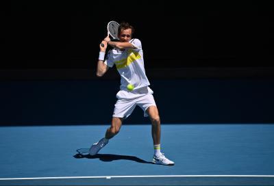 Australian Open, Medvedev non lascia scampo a Tsitsipas