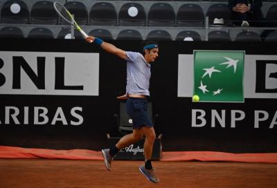 Vola Musetti a Parigi: altra vittoria in tre set, sconfitto Nishioka