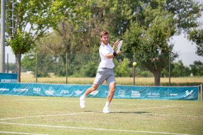 Primo turno di sorprese agli Internazionali di tennis su erba a Gaiba