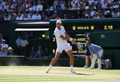 Wimbledon: Djokovic si ribella alla storia e vola agli ottavi, passa anche Bautista