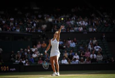 Wimbledon: avanti Barty, Sabalenka e Pliskova, Jabeur elimina Swiatek