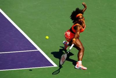 Murray in semifinale, Serena soffre ma passa