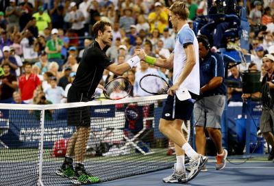 Federer disinnesca Isner, Anderson travolge Murray