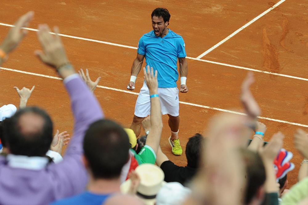 Dopo la sconfitta nel doppio di sabato, che consegnò il 2-1 ai britannici, le chance dell'Italia di centrare la semifinale di Coppa Davis sembravano tramontate. Invece a tramontare, nella splendida cornice della rotonda Diaz sul lungomare di Napoli, fu il campione di Wimbledon Andy Murray, preso letteralmente a pallate da uno dei migliori Fognini mai visti. Con in tasca il best ranking (13), e reduce dal titolo a Vina del Mar, l'azzurro arrivava su ogni palla, colpiva vincenti da ogni angolo, e vinse 6-3 6-3 6-4, firmando il 2-2 e facendo letteralmente impazzire il pubblico, prima del definitivo 3-2 di Seppi.