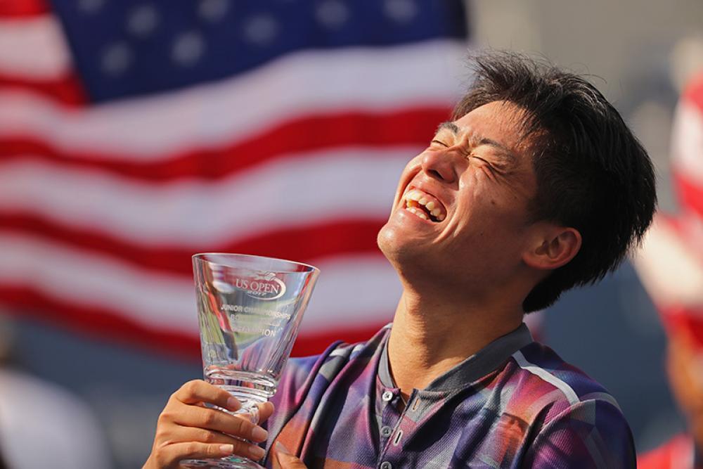 Per la prima volta nella sua storia, la Cina ha conquistato una prova maschile juniores del Grande Slam. Merito del diciassettenne Yibing Wu, che superando in finale l'argentino Axel Geller si è anche guadagnato la prima piazza del ranking mondiale under 18. Non contento, Wu ha vinto anche la prova di doppio, in coppia col taiwanese Yu Hsiou Hsu. Dopo aver prodotto giocatrici di spessore al femminile, la Cina è pronta per invadere il circuito maschile? Non hanno mai avuto nemmeno un top-100.