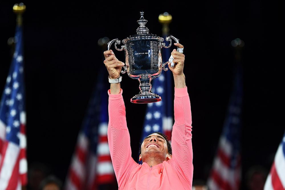 Va bene il crollo degli altri big, va bene un tabellone senza alcun top-20 da affrontare, va bene la finale facile contro un debuttante a certi livelli, ma che torneo ha giocato Rafael Nadal? Non vinceva un titolo sul duro da Doha 2014 (30 tornei fa), ma una volta sopravvissuto a una partenza lenta ha giocato un tennis meraviglioso. Federer torna a vincere due Slam in una stagione? Lui fa lo stesso. E con 5 anni in meno nelle gambe può puntare ad agguantare di nuovo il record di Slam di Roger. Ci sarà da divertirsi.