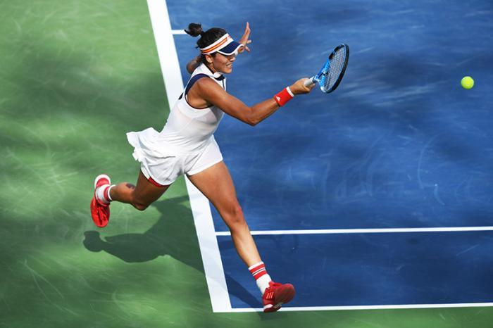 Nello strano 2017 del tennis femminile, i più grandi traguardi sono arrivati grazie a delle sconfitte. Karolina Pliskova perde al secondo turno di Wimbledon, ma conquista lo stesso il numero uno del mondo. Garbine Muguruza manca l'accesso ai quarti di finale dello Us Open, dove era la vera favorita, ma può festeggiare comunque: la sconfitta ai quarti della ceca l'ha resa la 24esima numero uno nella storia della WTA. La Williams ha giurato di tornare per l'Australian Open, ma Garbine ne è una degna sostituta.