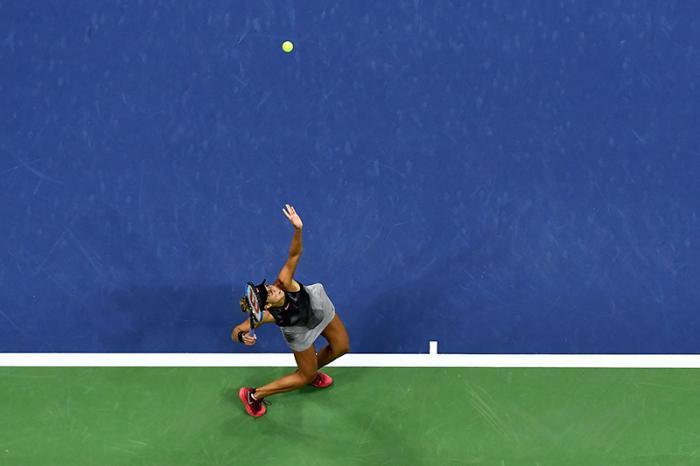 La chance di vincere uno Slam è sfumata molto molto rapidamente, e la delusione sarà difficile da digerire in fretta. Ma Madison Keys lascia comunque lo Us Open col sorriso: il tennis per entrare fra le primissime ce l'ha già da qualche anno, e aveva un gran bisogno di rendersene conto in un grande torneo. Averlo fatto allo Us Open vale ancora di più. Ha vinto la Stephens, ma se ci fosse da scommettere un euro su chi delle due tornerà presto in una finale Slam, il 95% delle puntate finirebbero sul suo nome.