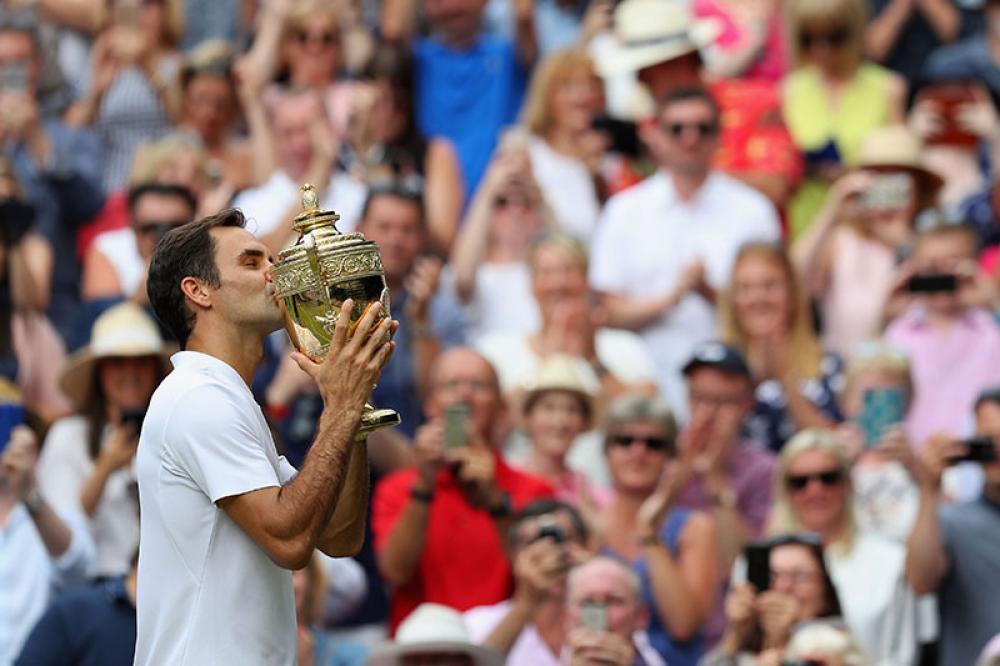 Fra il settimo titolo a Wimbledon, nel 2012, e l'ottavo, nel 2017, Roger Federer ha dovuto aspettare sette anni. Tanto, tantissimo, troppo per uno come lui, che sui prati di Church Road ha costruito buona parte della sua fama. Ma per fortuna non troppo per ricordarsi come dominare su quel Centre Court che potrebbe tranquillamente essere il giardino di casa sua. Zero set persi in sette match e coppa in cassaforte, per avvicinare sempre di più quota 20 titoli Slam. Ora ne manca uno solo.