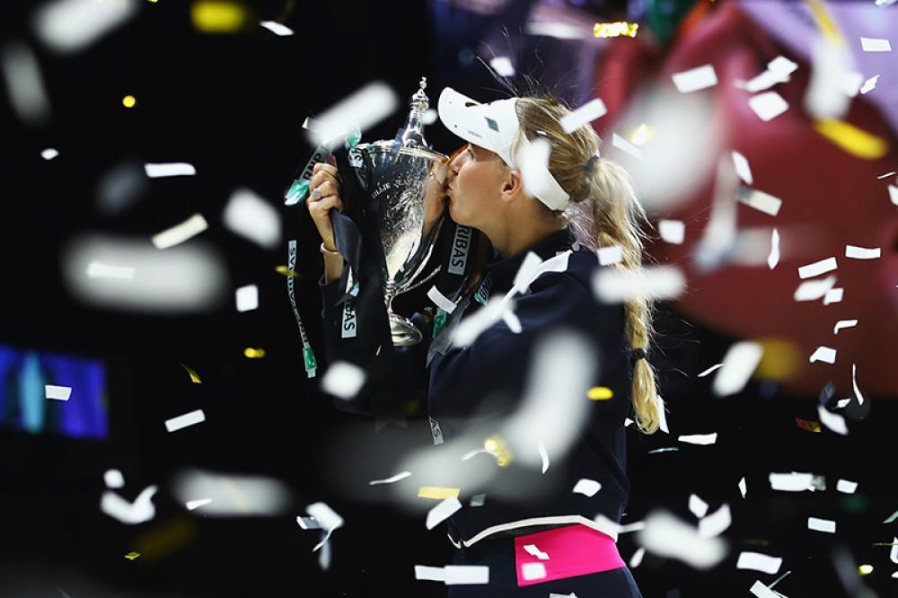 Se avesse vinto almeno una delle prime sei finali giocate nel 2017, oggi Caroline Wozniacki sarebbe di nuovo numero uno del mondo, al termine di una stagione che l'ha vista vincere più match di tutte, in un Tour femminile che non ha nella costanze delle protagoniste la sua miglior qualità. Invece le ha perse tutte e deve accontentarsi del numero 3. Ma si è presa tutte le rivincite in un colpo solo, dominando le WTA di Singapore con una facilità disarmante. Che sia stato un avvertimento?