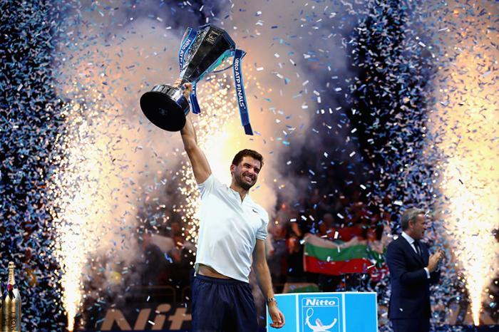 Il pubblico lo aspettava già da anni, poi aveva addirittura iniziato a pensare che non sarebbe arrivato mai più, ma alla fine Grigor Dimitrov un modo per diventare grande l'ha trovato. Ha ricevuto troppi regali dagli dei per buttarli via fra coach sbagliati, scelte di vita discutibili e poca voglia di soffrire. Dani Vallverdu gli ha fatto il lavaggio del cervello, e i risultati dicono finale sfiorata all'Australian Open, primo titolo in un Masters 1000, e successo alle ATP Finals. Conviene augurarsi che sia un punto di partenza.
