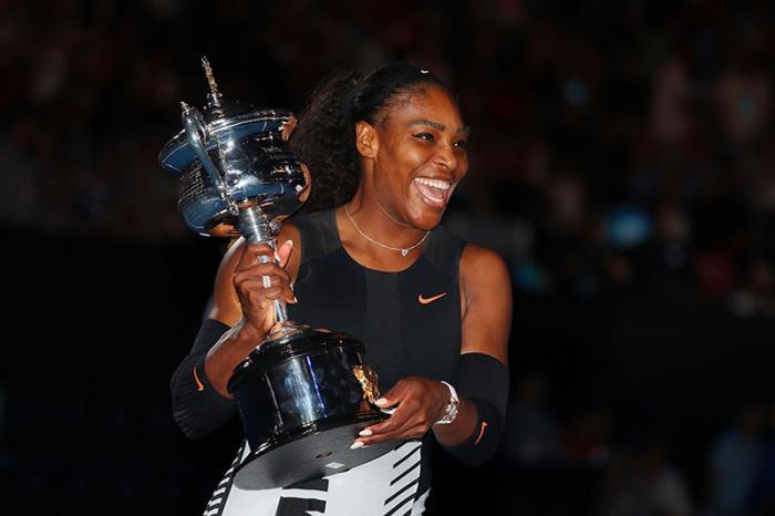 Che Serena Williams vinca uno Slam non è una notizia, tutt'altro, visto che nell'Era Open nessuna ne ha conquistati tanti come lei. Ma che ci riesca incinta di sette settimane, beh, ha il suo fascino. Ed è l'ennesima dimostrazione che la campionessa americana viaggia su un binario a sé, parallelo a quello di tutte le avversarie. Si è fermata proprio dopo il successo a Melbourne, in finale sulla sorella Venus, ma è pronta a tornare. A dettar legge? Probabilmente sì. E per fortuna.