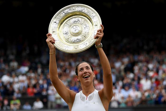 Il titolo al Roland Garros 2016 era stato il punto più alto della carriera di Garbine Muguruza, ma anche l'inizio di una lunga serie di difficoltà nel convivere col nuovo status di campionessa. Ci ha impiegato almeno un anno a digerirlo, ma appena sotto ai piedi ha trovato l'erba ha confermato di essere comunque la concorrente più forte al dominio di Serena Williams. E forse l'unica delle big attuali che può (deve?) puntare a chiudere la carriera con in bacheca almeno una manciata di Slam.