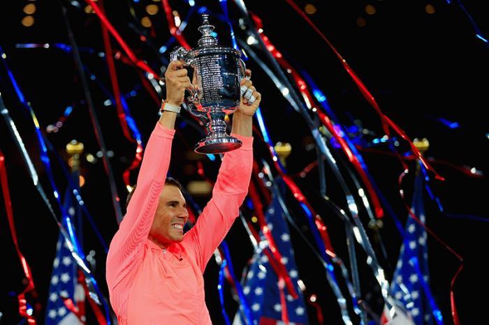 L'edizione 2017 dello Us Open non verrà certo ricordata come la più spettacolare della storia, e nemmeno come la più ricca di big, visto la raffica di forfait che ha spalancato il tabellone a tanti outsider. Ma fra qualche anno non se lo ricorderà più nessuno e il nome stampato nell'albo d'oro contribuirà a garantire l'oblio. Perché mentre tutti gli altri grandi cadevano come birilli, prima o durante il torneo, Rafael Nadal era sempre in piedi. Prontissimo a raccogliere una chance più che meritata.