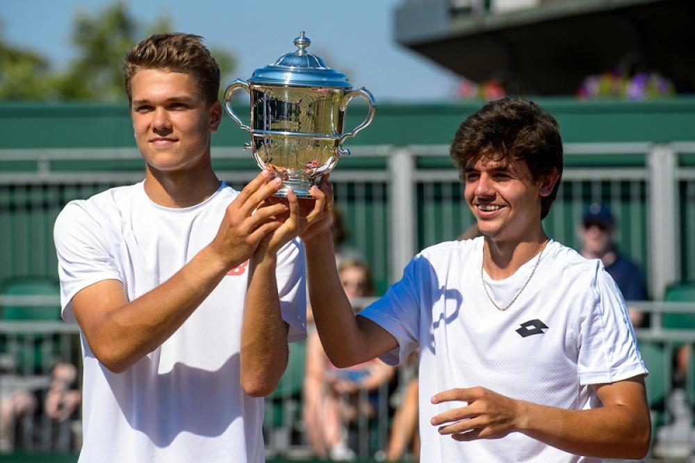 Decisamente più curiosa la coppia vincitrice del doppio maschile: a sinistra il finlandese Otto Virtanen, a destra il turco Yanki Erel.