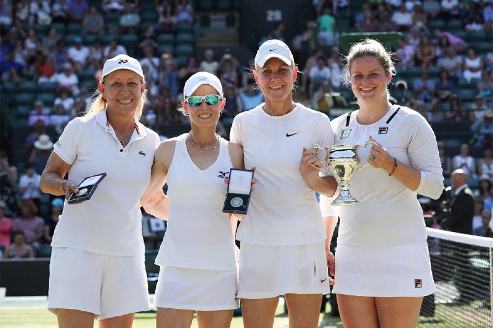 Piccola delusione per Martina Navratilova: nel doppio femminile a inviti, insieme a Cara Black, ha perso contro Rennae Stubbs e Kim Clijsters.