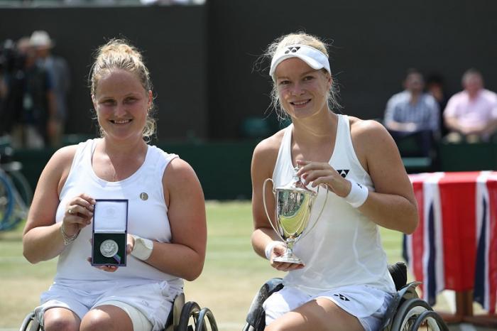 A conferma della grande tradizione olandese nel wheelchair tennis, a Wimbledon si è imposta Aniek Van Koot (a destra nella foto).