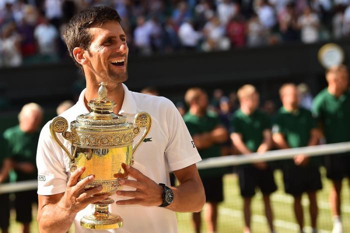 Lieto fine per Novak Djokovic: non solo si è aggiudicato il suo quarto titolo a Wimbledon, ma ha potuto festeggiare abbracciando il figlio Stefan.
